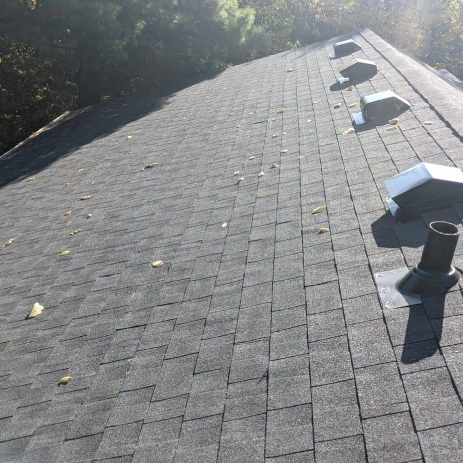 What wind speed causes roof damage?