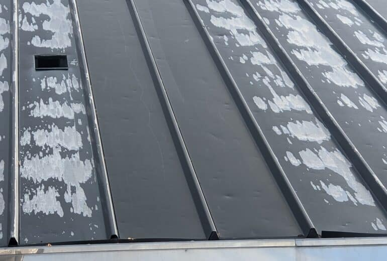 What Does Wind Damage Look Like on a Roof